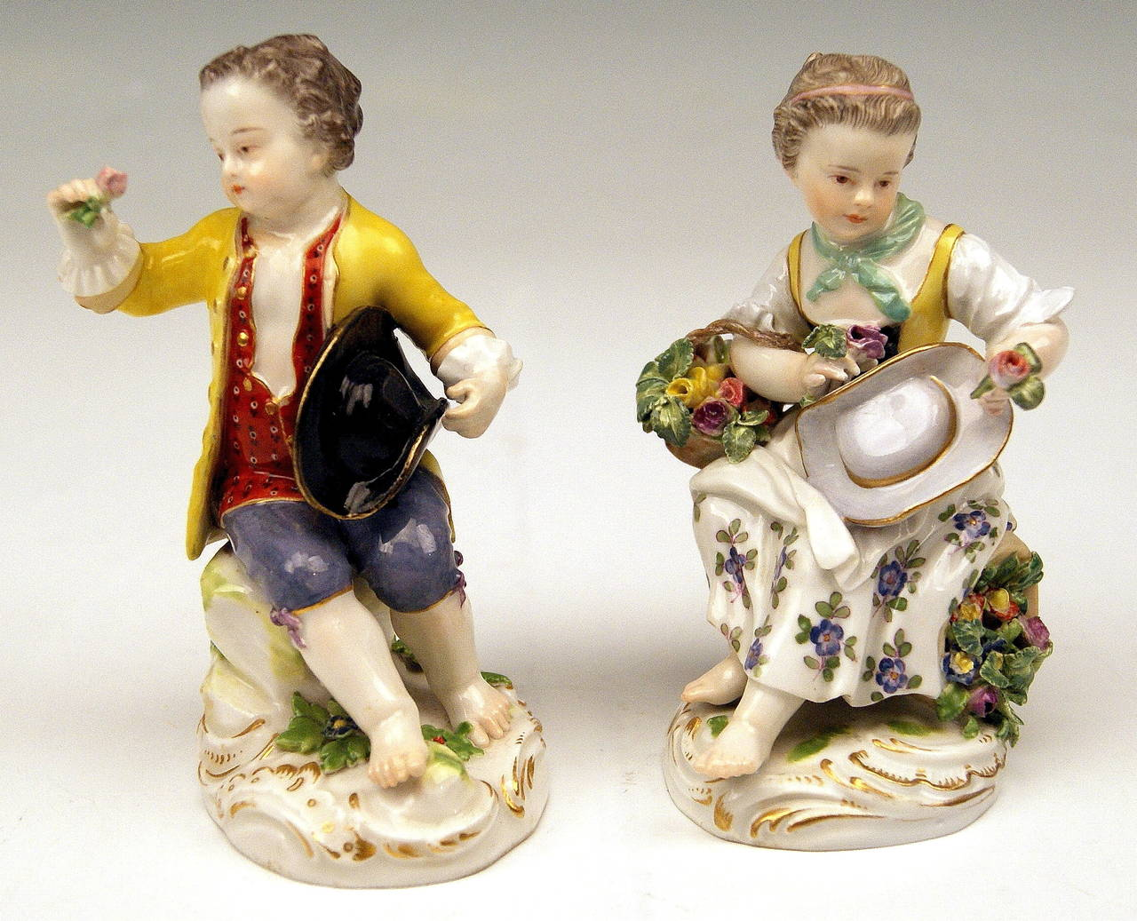Meissen Pair of Gardener Child Rococo Figurines, Model 17 by Kaendler, 1870 In Excellent Condition For Sale In Vienna, AT