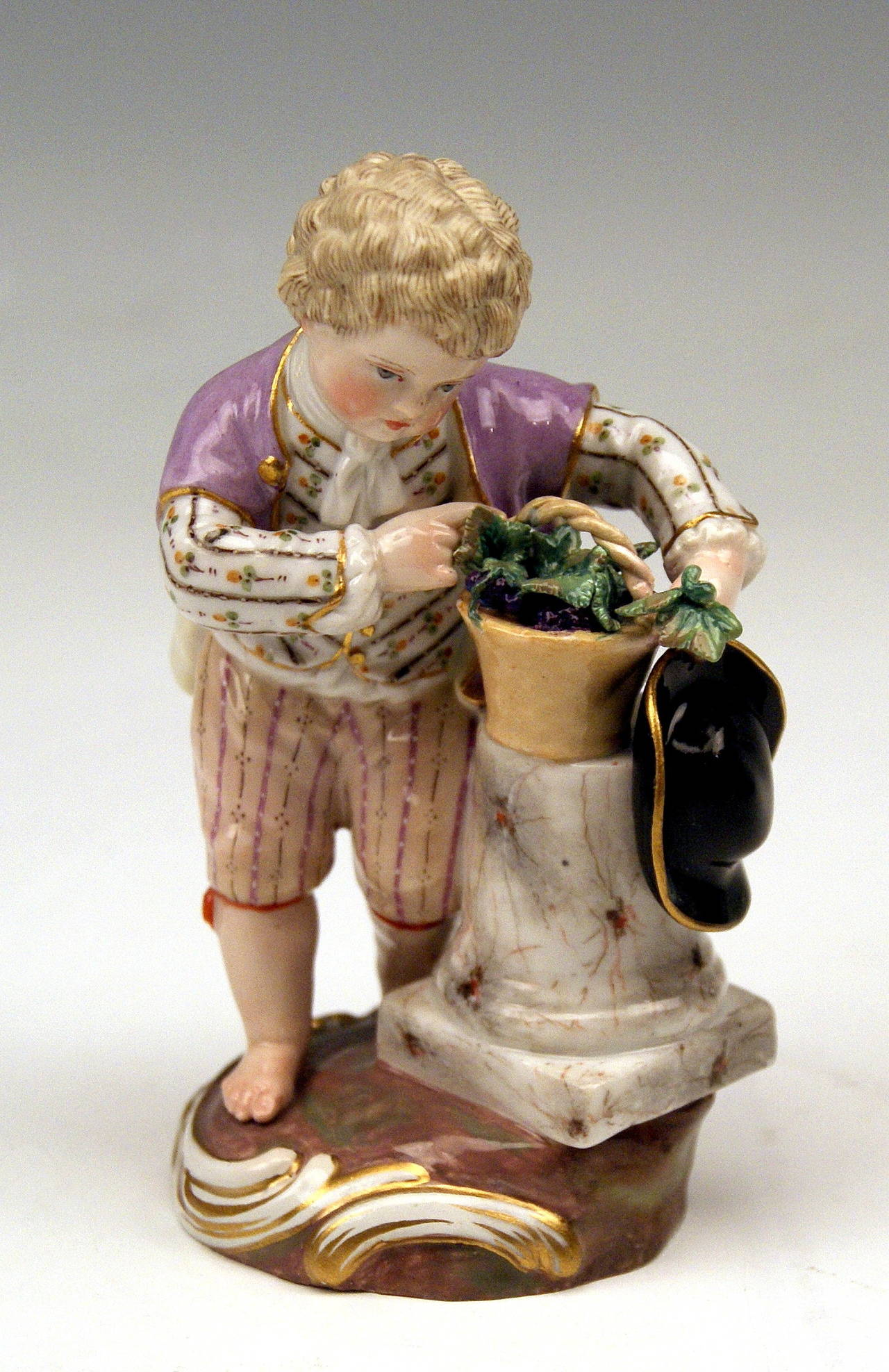 """Mid-19th Century Meissen Two Children Seasons Figurines """"the Fall,"""" Model F 24 by Acier, 1870 For Sale"""