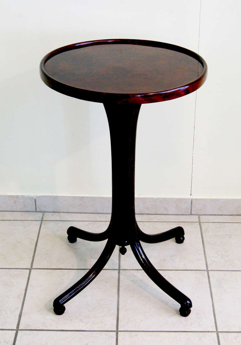 Thonet round art nouveau table model number 8211b circa for Table thonet