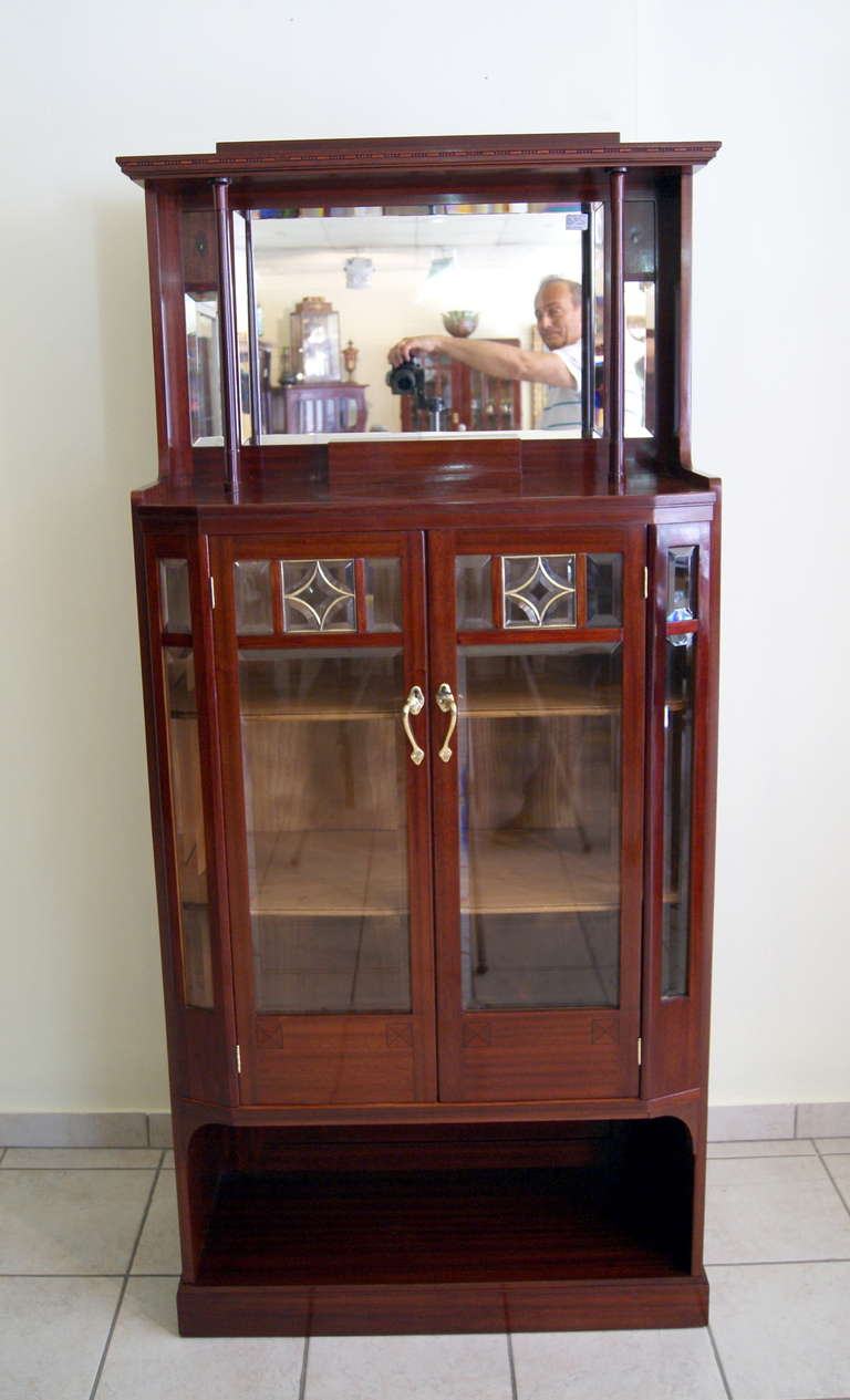 Art Nouveau Vertiko Glass Cabinet with Doors, Vienna, circa 1900 In Excellent Condition For Sale In Vienna, AT