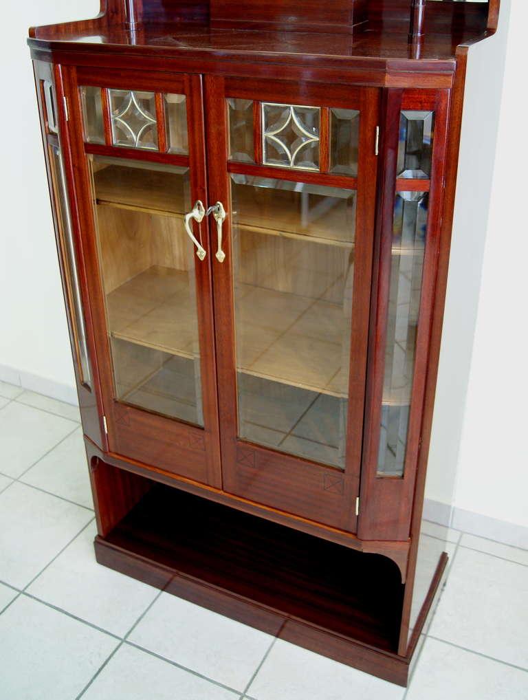 Art Nouveau Vertiko Glass Cabinet with Doors, Vienna, circa 1900 For Sale 2