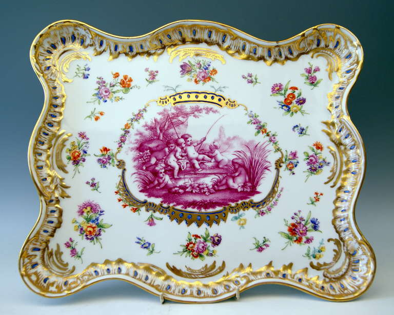 MEISSEN TEICHERT GORGEOUS SERVING PLATTER WITH STUNNING PAINTING:  THERE IS PURPLE RED  ( = PURPUR CAMAIEU IN GERMAN )  PICTURE PAINTING IN MIDDLE AREA VISIBLE, DEPICTING LOVELY LITTLE CHERUBS BUSY WITH FISHING, SURROUNDED BY TREES AND REEDS /