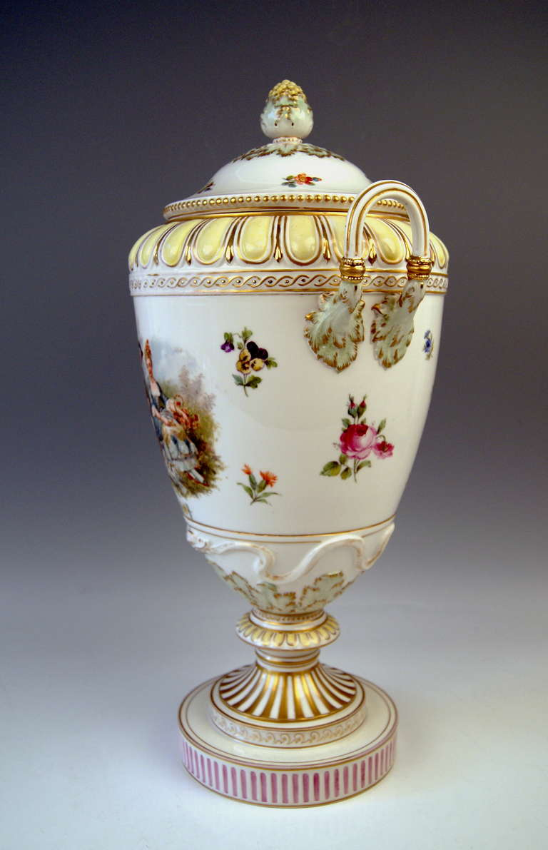 KPM BERLIN HUGE LIDDED URN  /  PRESENTATION SO-SAID WEIMAR VASE, DECORATED WITH GORGEOUS PAINTINGS ON WHITE PORCELAIN GROUND:  A   STUNNING PICTURE PAINTING  is visible   AT FRONT SIDE  -  the picture shows a  GALLANT COUPLE,  being situated in