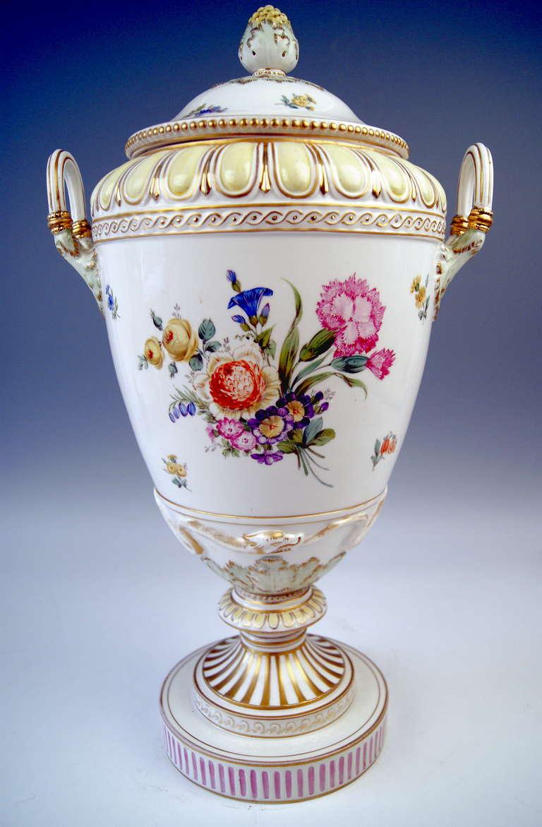 Porcelain KPM BERLIN HUGE LIDDED URN PRESENTATION VASE TYPE WEIMAR PAINTED c.1900 For Sale