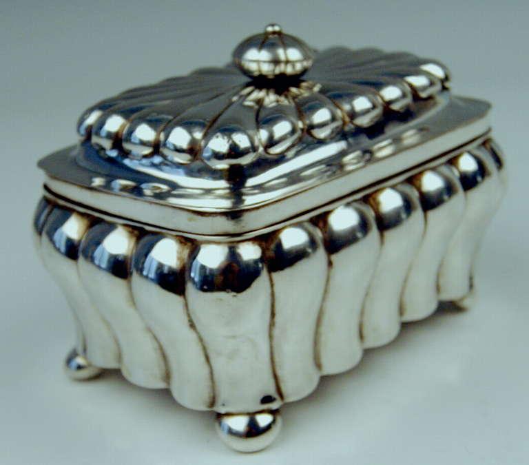 German Silver Biedermeier Sugar Box by G.F. Steusloff, circa 1853 In Excellent Condition For Sale In Vienna, AT