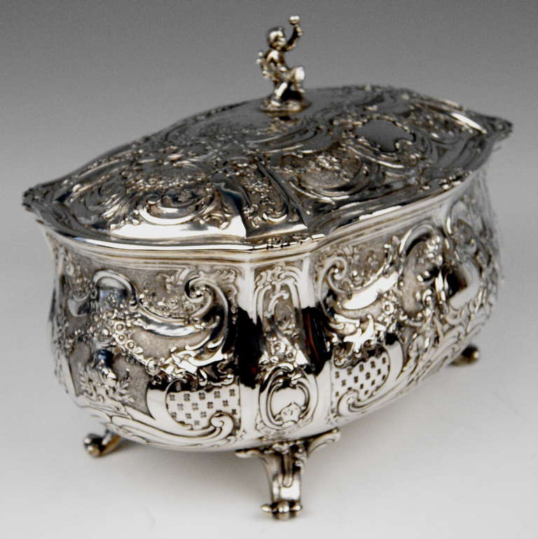 Silver Huge Lidded Bowl on Feet, Germany - Hanau, circa 1907-1910  1771 GRAMS    In Excellent Condition For Sale In Vienna, AT