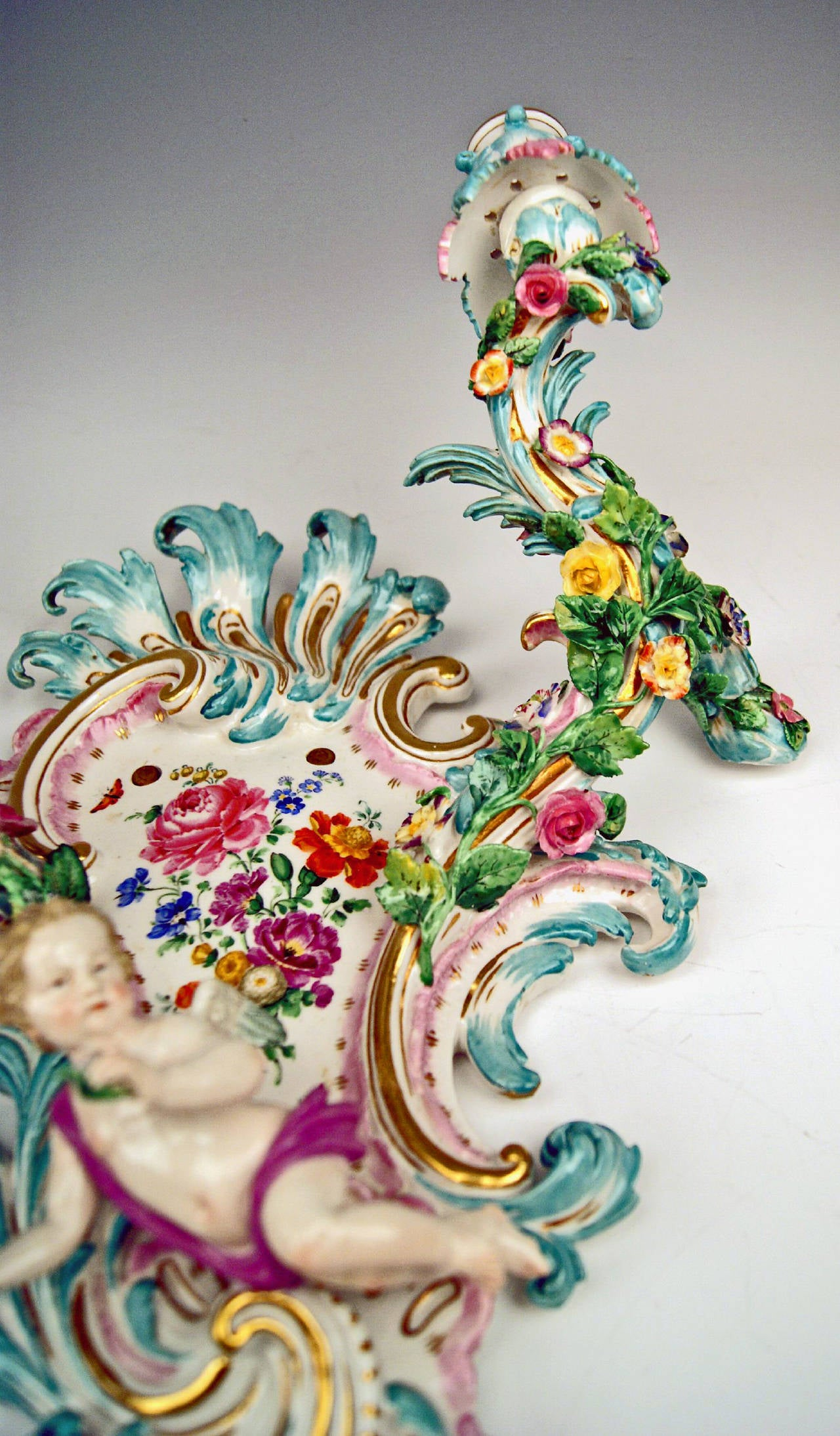 Meissen Pair of Sconces Flowers and Cherubs Vintage Made, circa 1860-1870 For Sale 1