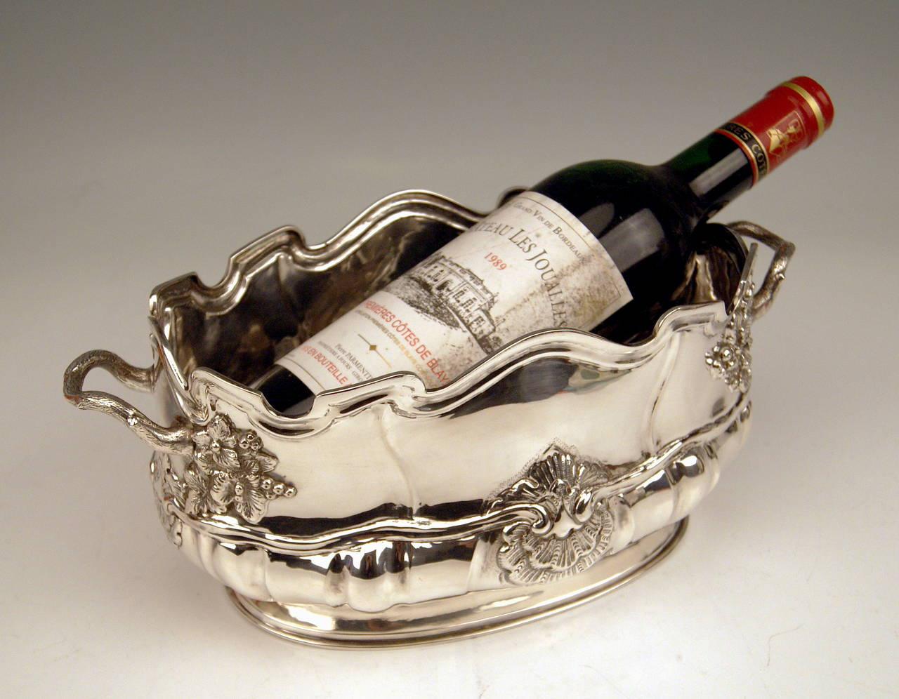 Art Nouveau Silver Swiss Wine Cooler Bottle Holder made in Geneva, Switzerland, circa 1900 For Sale