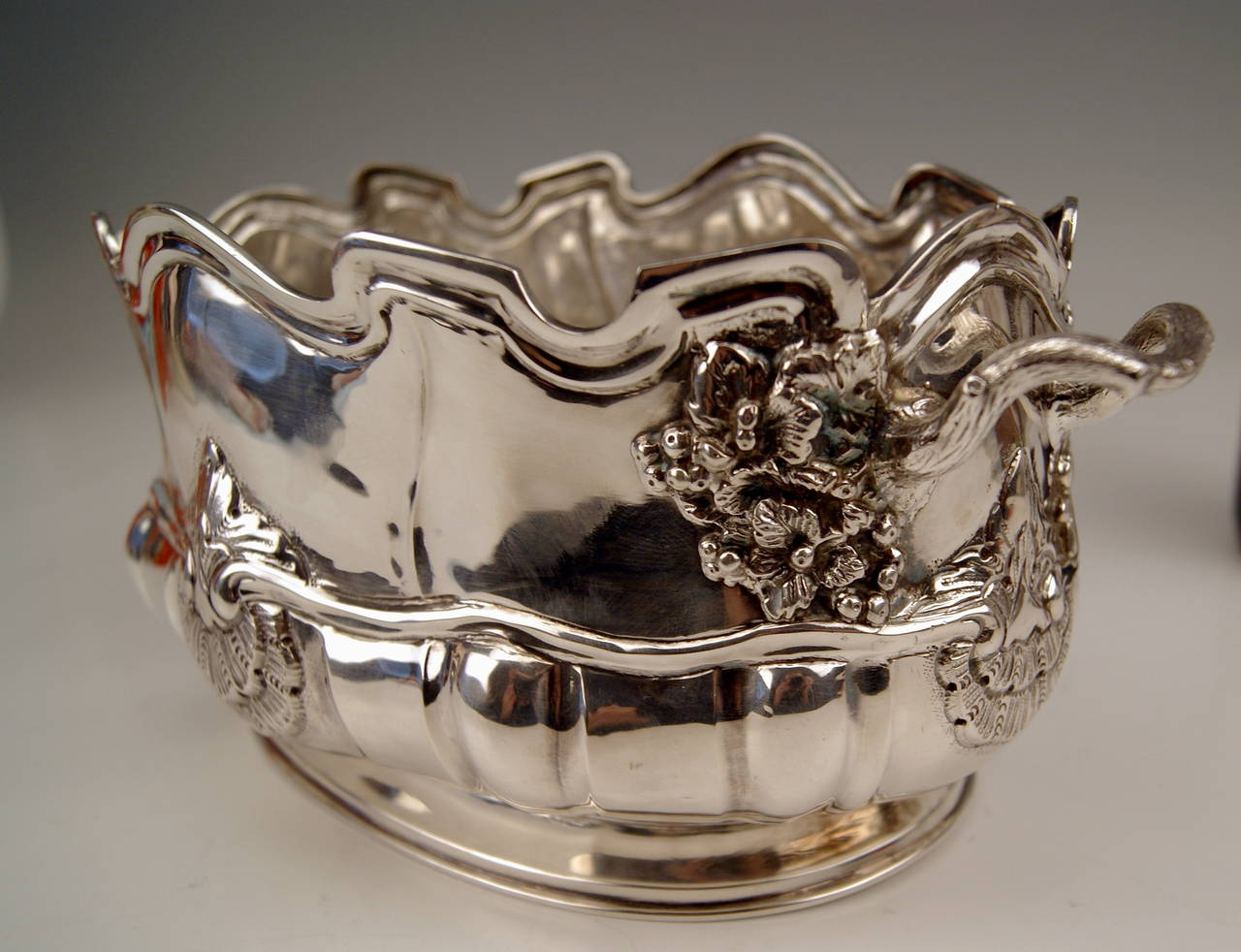 Silver Gorgeous Wine Cooler or Bottle Holder Vintage  /  made in Switzerland (Geneva).   Excellently manufactured nicest bowl made of massive silver, with two handles  (  =  highest manufacturing quality  !) :  The bowl can be used as cooler for