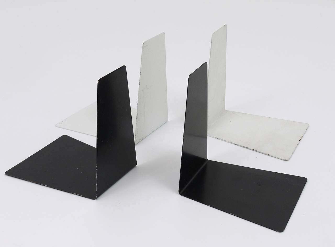 A beautiful pair of black Bauhaus bookends, made of metal, dated around 1930, designed by Marianne Brandt, executed by Ruppel Werke, Gotha, Germany. In good condition, charming size of age. Marked. We offer an identical pair of bookends, but in