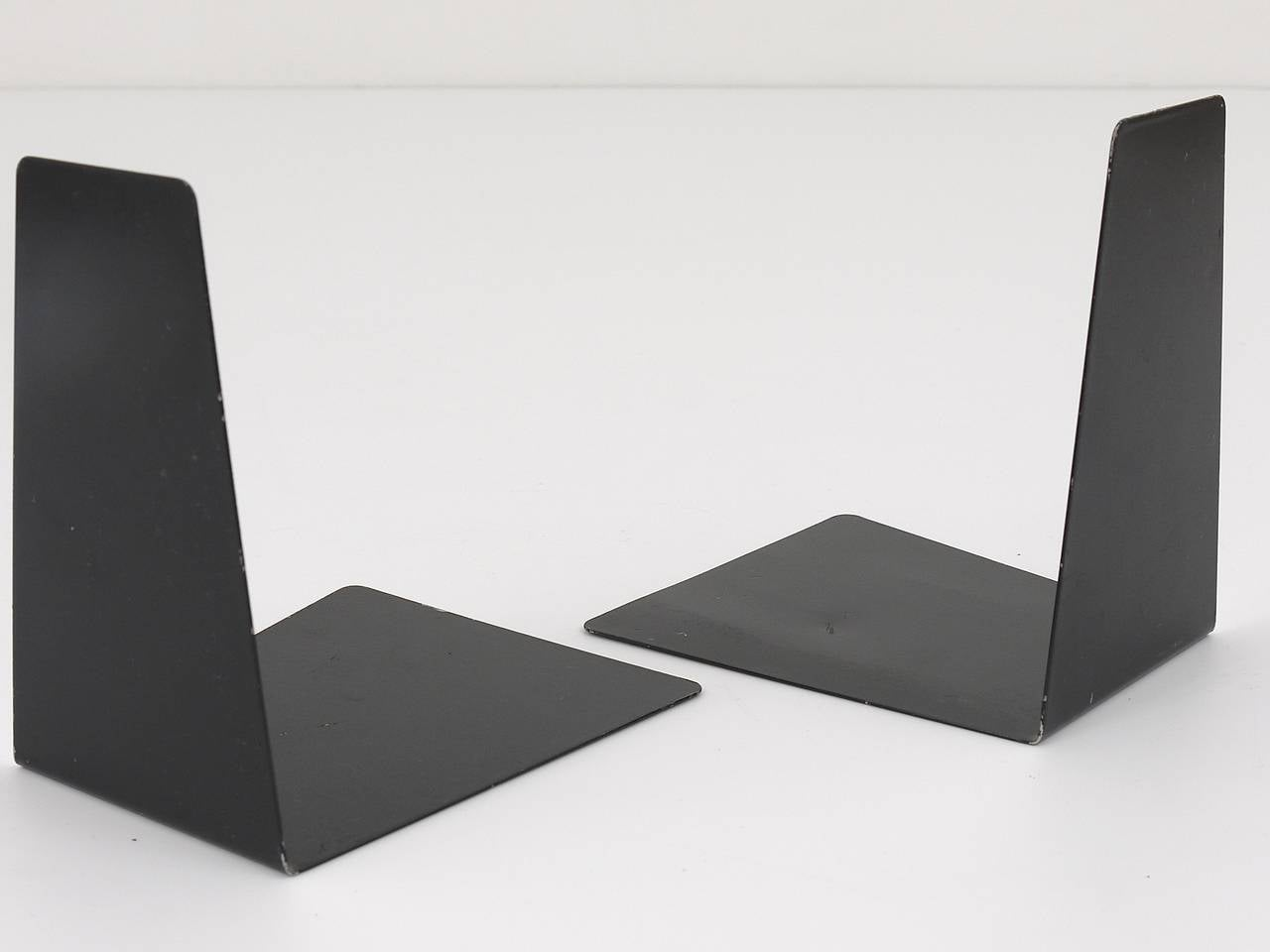 Bauhaus Black Metal Bookends by Marianne Brandt, 1930s for Ruppel, Germany For Sale 1