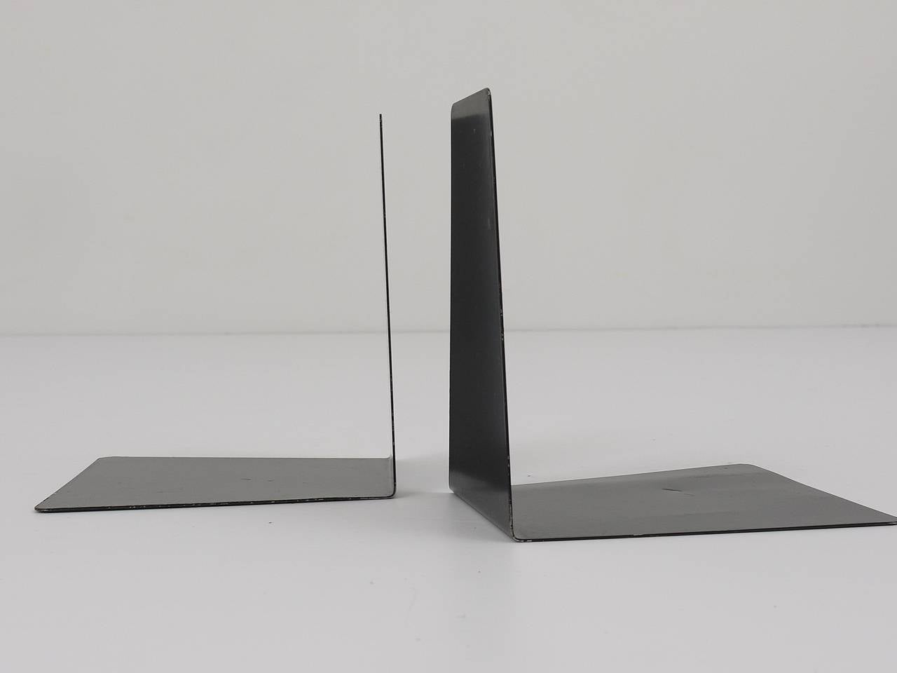 Bauhaus Black Metal Bookends by Marianne Brandt, 1930s for Ruppel, Germany For Sale 2