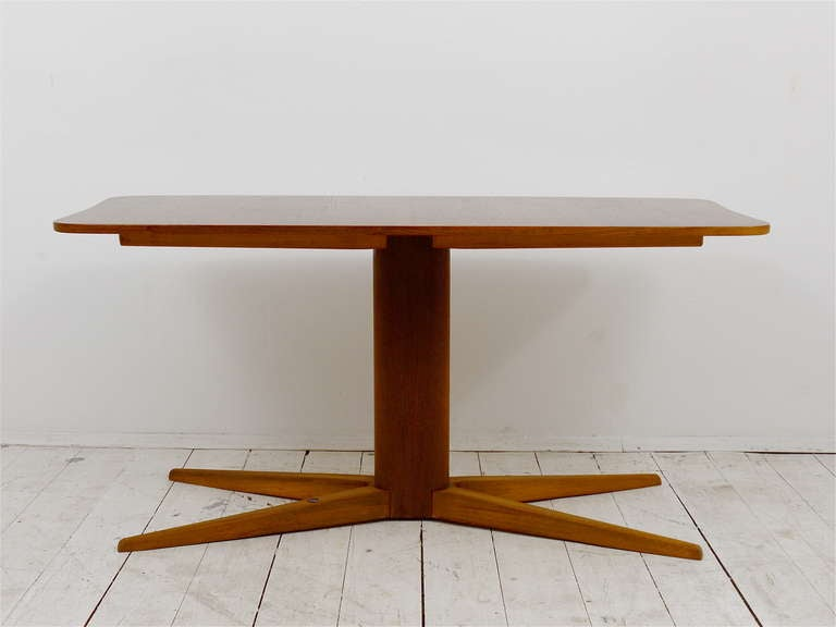 An elegant coffee table, designed by the Austrian architect Oswald Haerdtl. A very beautiful table with oval stem and x-base. In excellent condition with marginal wear.