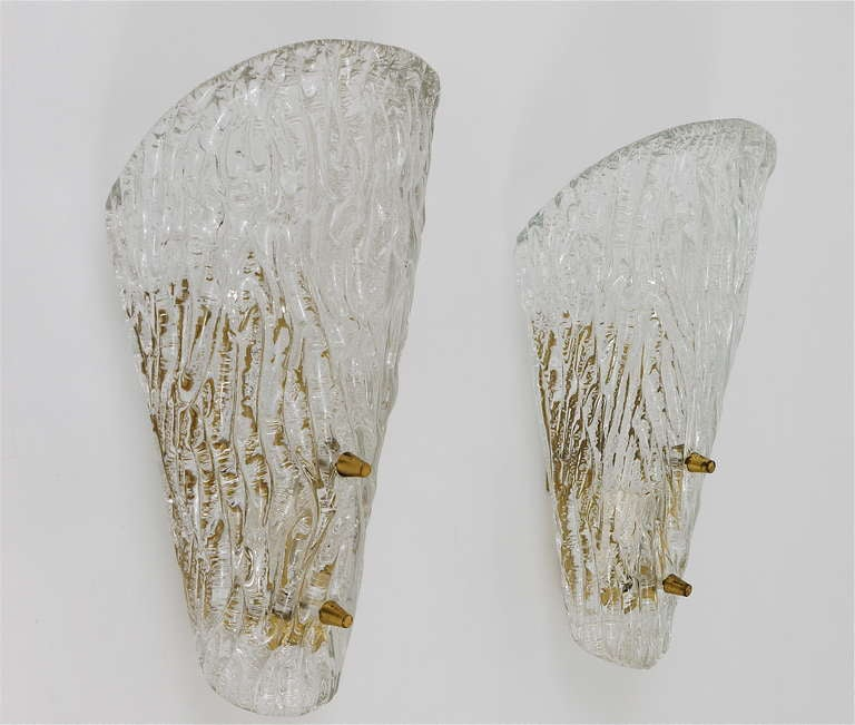 Mid-20th Century Pair of Kalmar Mid-Century Brass Glass Sconces Wall Lamps, Austria, 1950s For Sale