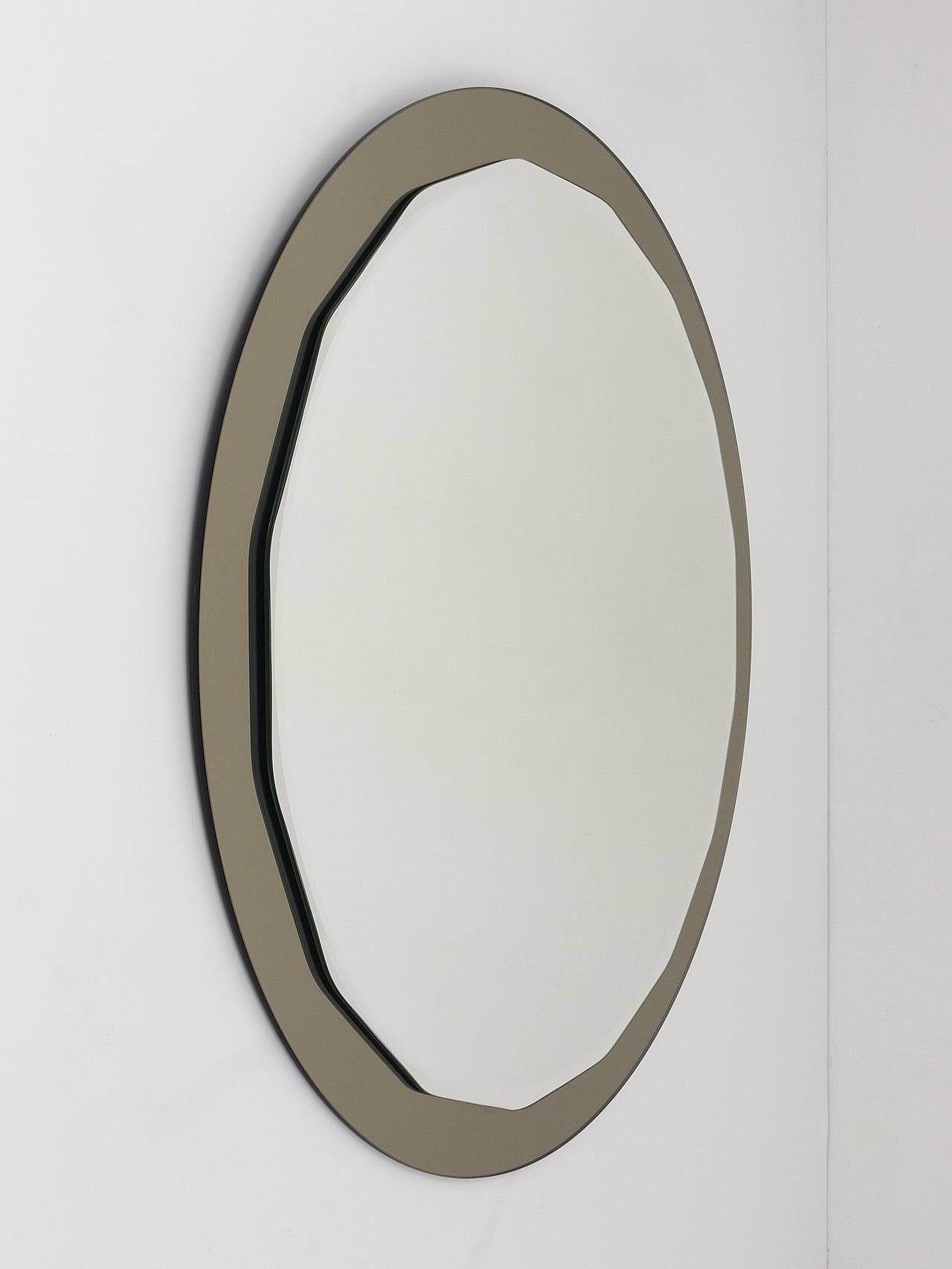 Mid-Century Modern Round Scalloped Crystal Arte Mid-Century Wall Mirror, Italy, 1960s For Sale