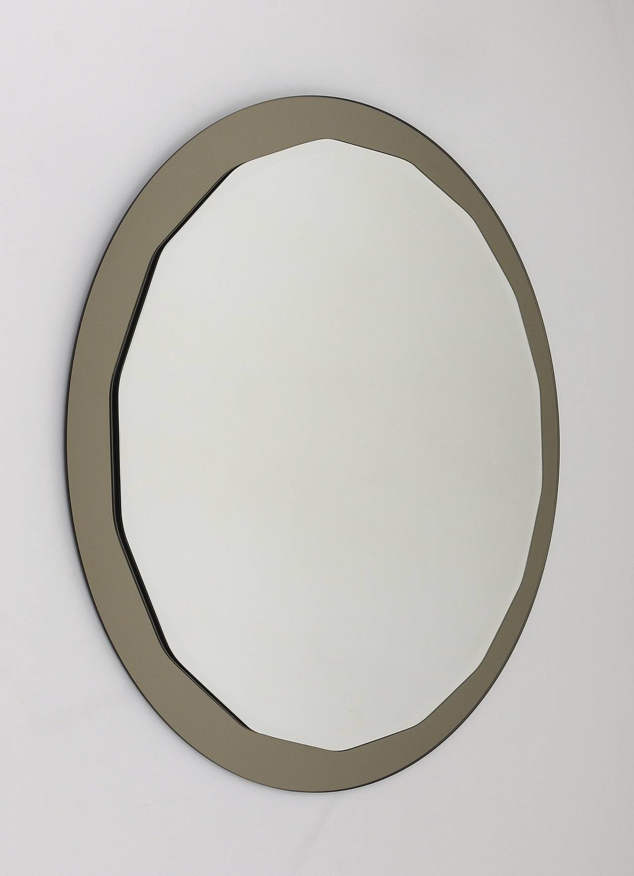 A very beautiful wall mirror from the 1960s, made in Italy by Crystal Arte. Round, scalloped faceted mirror with smoked grey mirror backplate glass. Excellent condition, no damages.