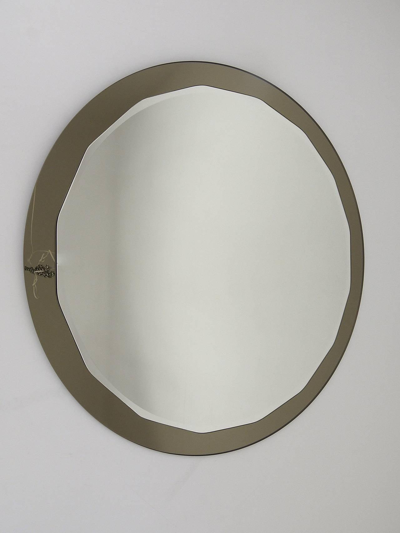 Italian Round Scalloped Crystal Arte Mid-Century Wall Mirror, Italy, 1960s For Sale