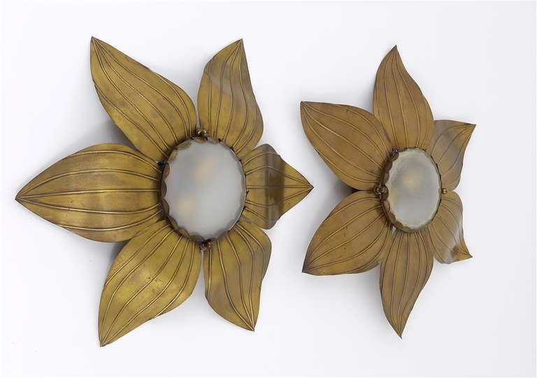 Pair of French Floral Leaves Brass Sconces Sunburst Flower Leaf Wall Lamps, 1950 In Good Condition For Sale In Vienna, AT