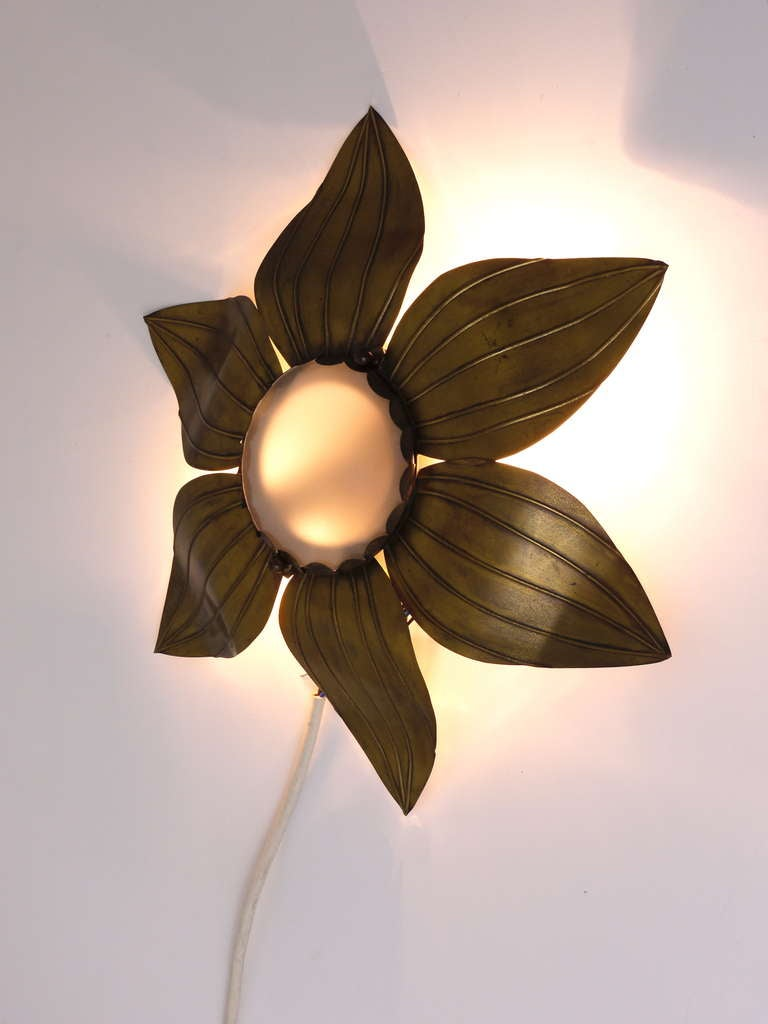 Pair of French Floral Leaves Brass Sconces Sunburst Flower Leaf Wall Lamps, 1950 For Sale 5