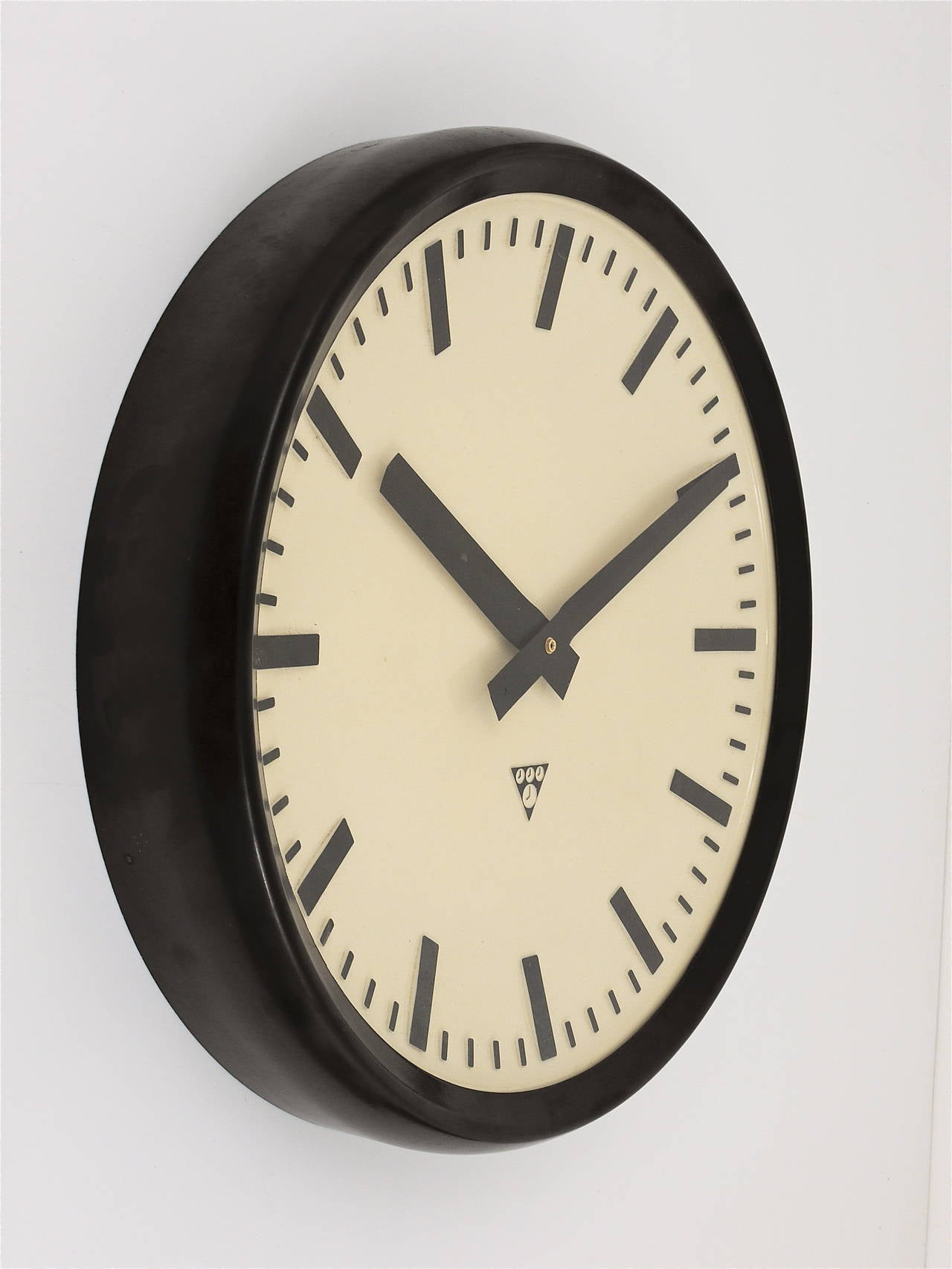Very big bakelite industrial train station wall clock for Train station style wall clock