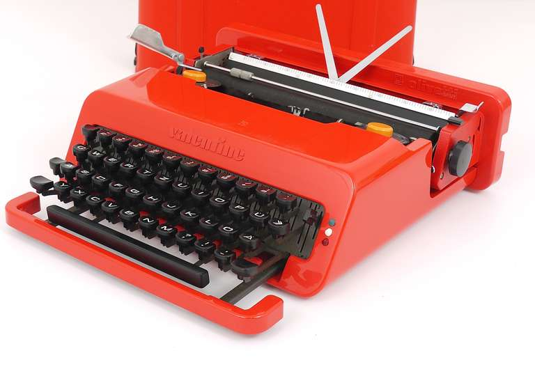 One of the most beautiful portable typewriters, designed by Ettore Sottsass and Perry A. King in 1969 for Olivetti Italy, made in Spain. A real POP ART design icon, to be seen in Design Museums worldwide. In excellent condition, fully working, very