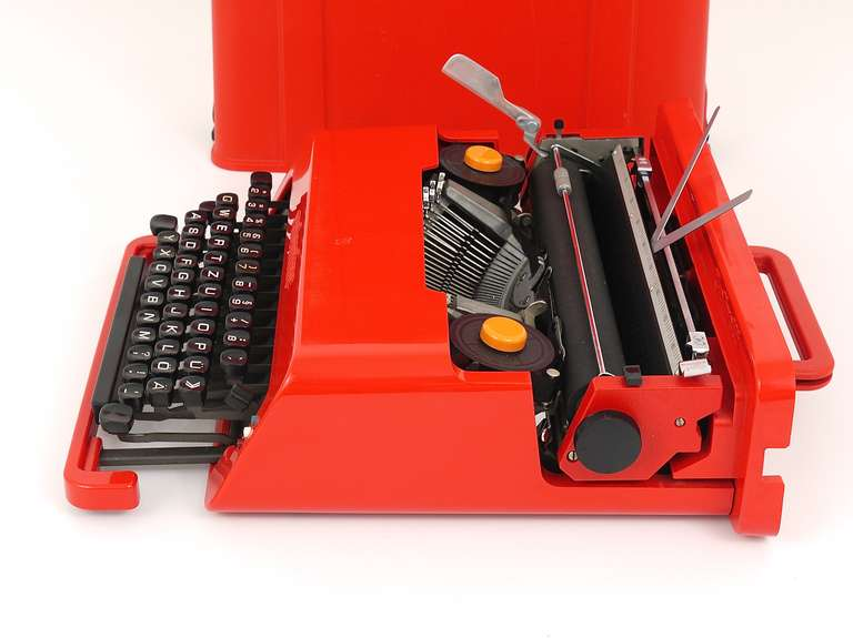Valentine Typewriter by Ettore Sottsass & Perry A. King for Olivetti 1969 For Sale 3