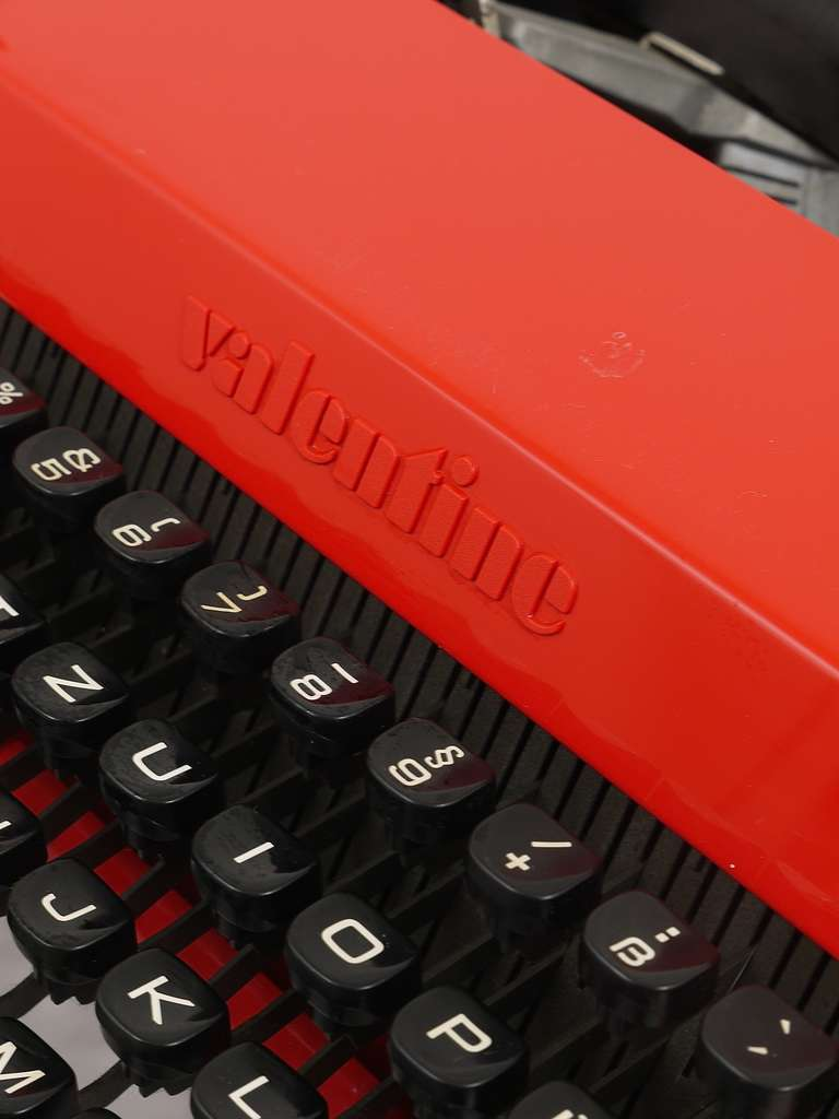Valentine Typewriter by Ettore Sottsass & Perry A. King for Olivetti 1969 For Sale 4