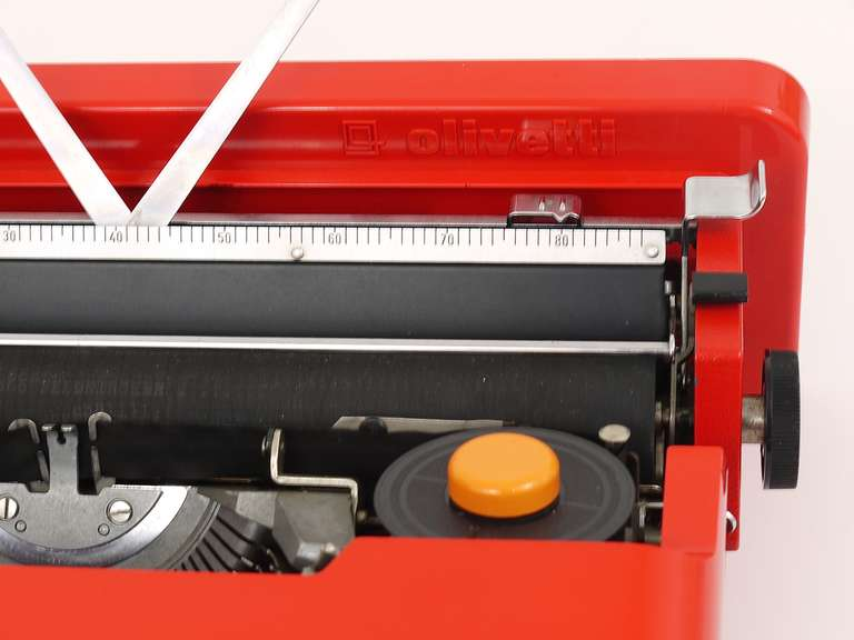 Valentine Typewriter by Ettore Sottsass & Perry A. King for Olivetti 1969 For Sale 1