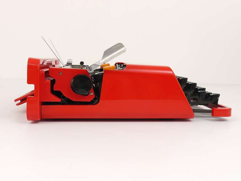 Mid-Century Modern Valentine Typewriter by Ettore Sottsass & Perry A. King for Olivetti 1969 For Sale