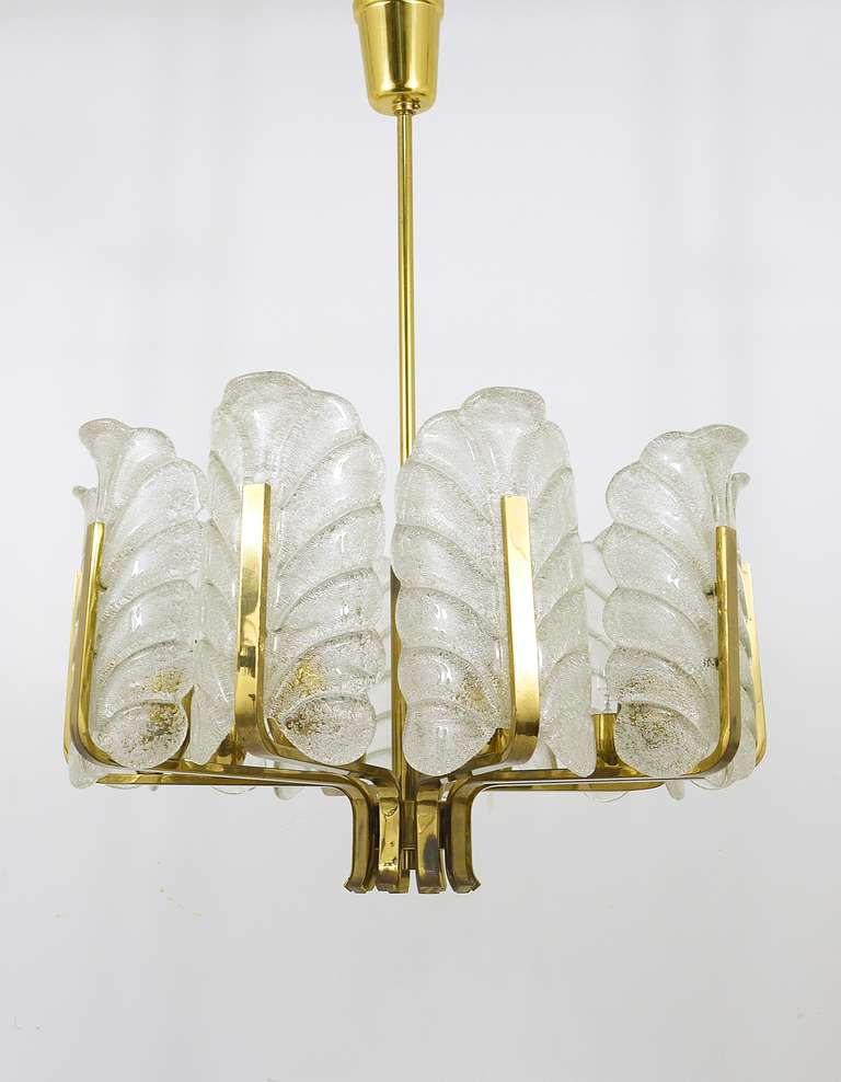 Carl Fagerlund Mid-Century Glass Leaves Brass Chandelier by Orrefors, 1950s In Good Condition For Sale In Vienna, AT