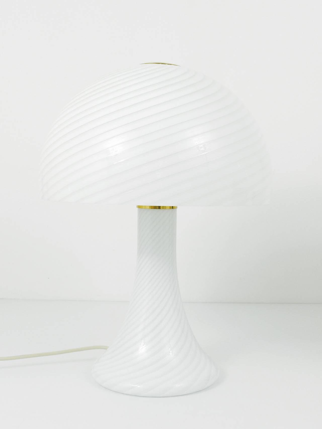 20th Century Pair of Kalmar Murano Glass and Brass Mushroom Lamps by Vistosi, 1960s For Sale