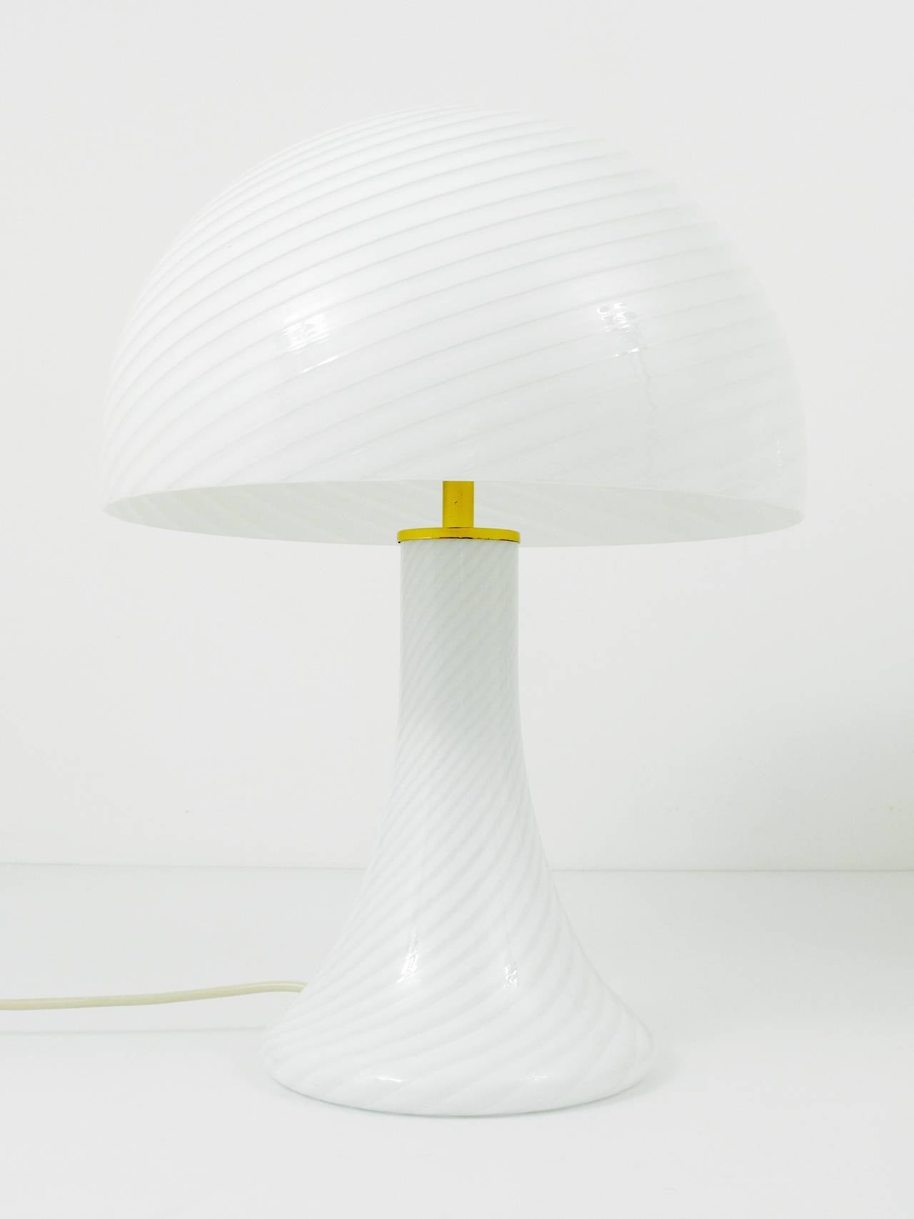 Pair of Kalmar Murano Glass and Brass Mushroom Lamps by Vistosi, 1960s For Sale 1