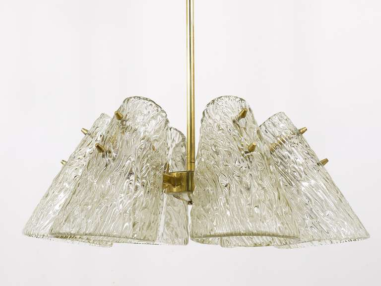 Beautiful Kalmar Brass Chandelier with Textured Glass Cone Lampshades, Austria  For Sale 2