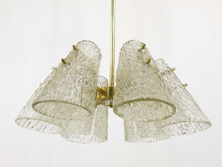 Beautiful Kalmar Brass Chandelier with Textured Glass Cone Lampshades, Austria  For Sale 3