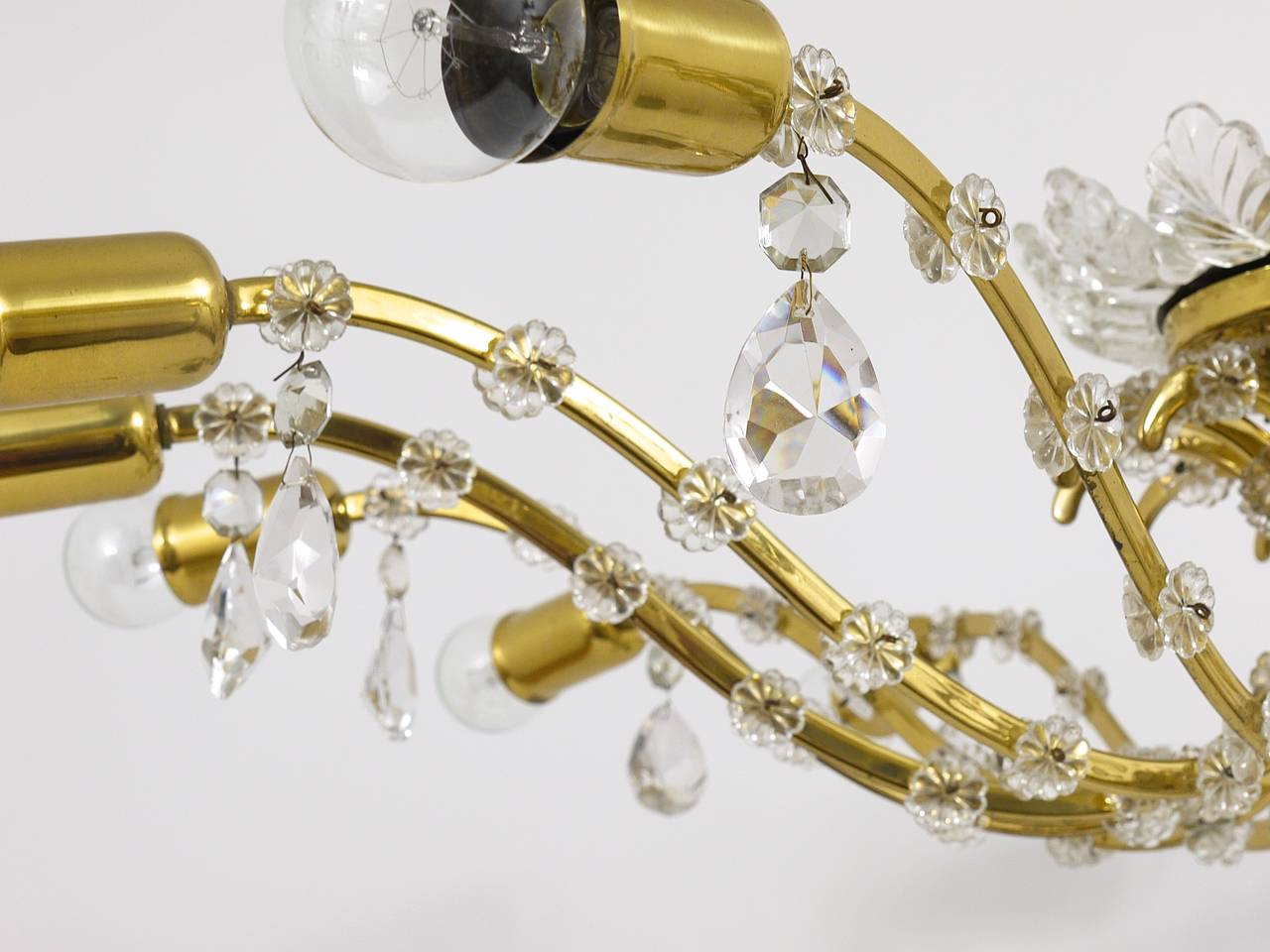 Huge Floral Lobmeyr Mid-Century Brass Crystal Chandelier, 1950s, Austria In Excellent Condition For Sale In Vienna, AT