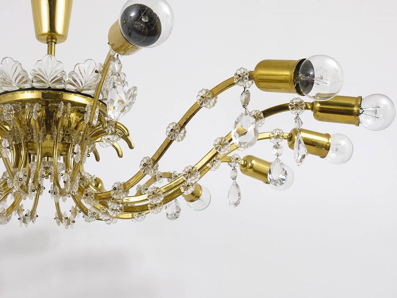 Huge Floral Lobmeyr Mid-Century Brass Crystal Chandelier, 1950s, Austria For Sale 1