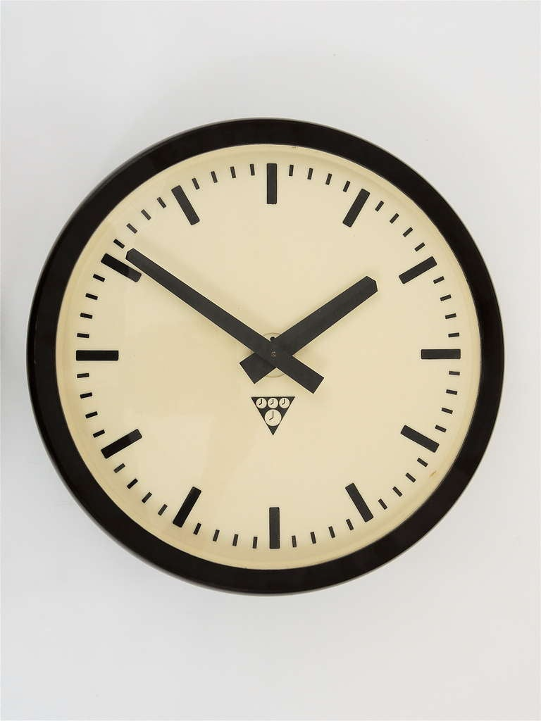 unused bakelite industrial train station wall clock from the 1940s 2