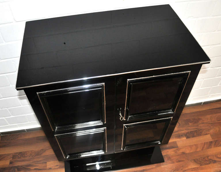 Petite Art Deco Cabinet/Bar with High Gloss Black Finish For Sale 1