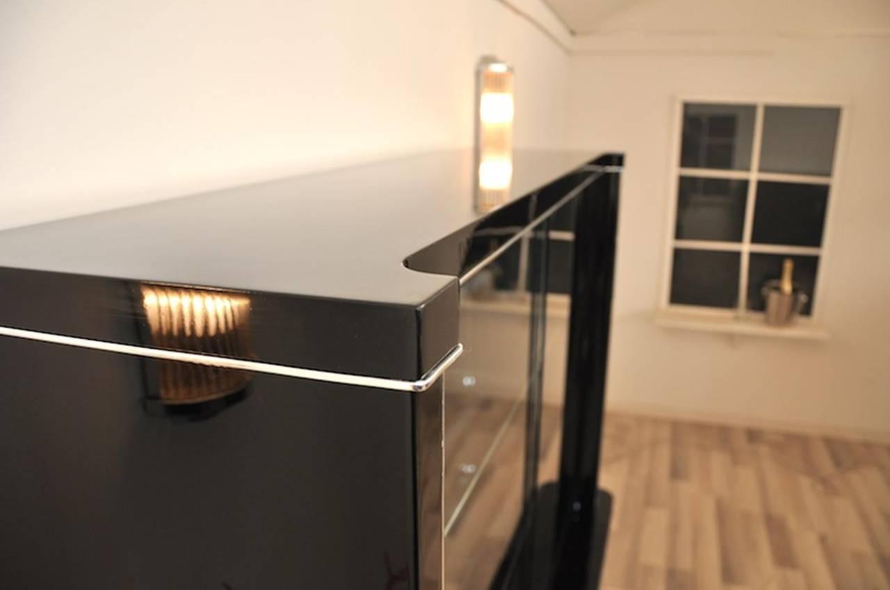 Art Deco Vitrine mit Rille und Beleuchtung 3