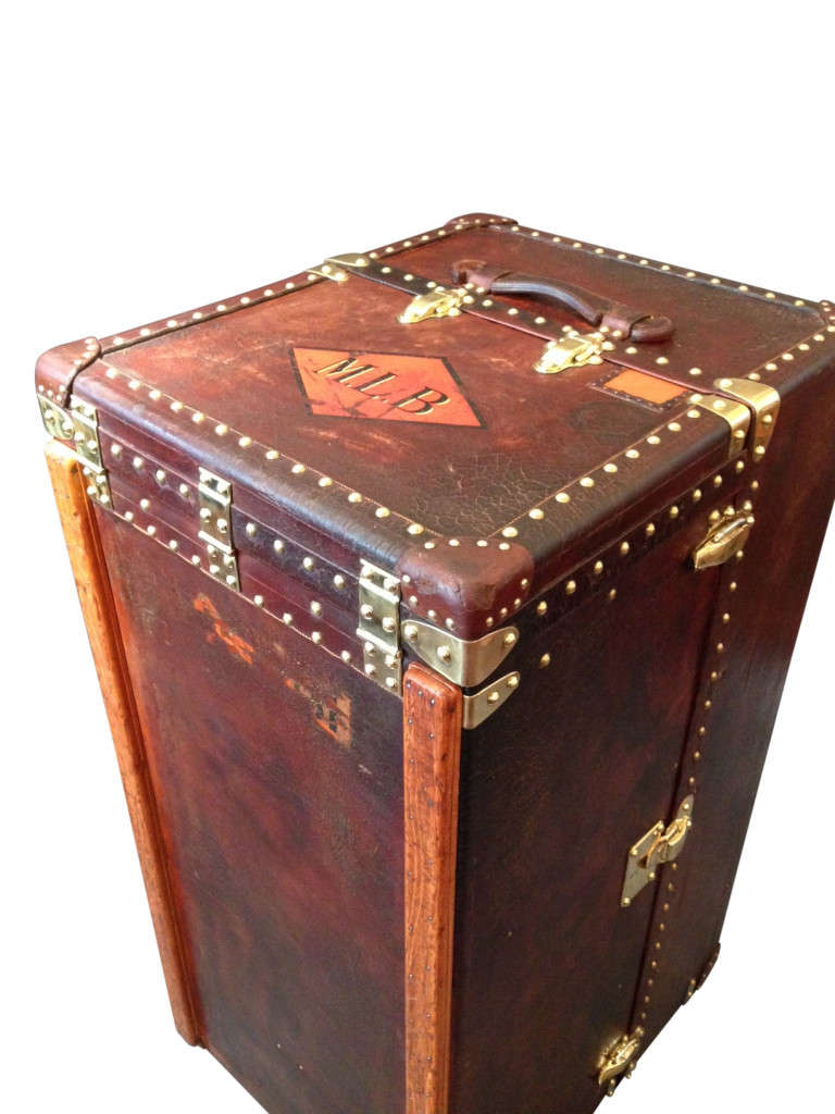 louis vuitton wardrobe trunk with history for sale at 1stdibs. Black Bedroom Furniture Sets. Home Design Ideas