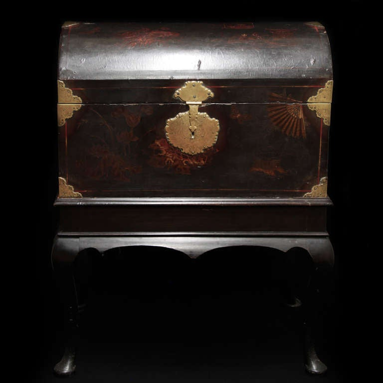 18th c  English Trunk, chinese laque 2
