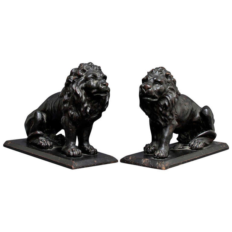 17th C. pair of Italian wooden Lions For Sale