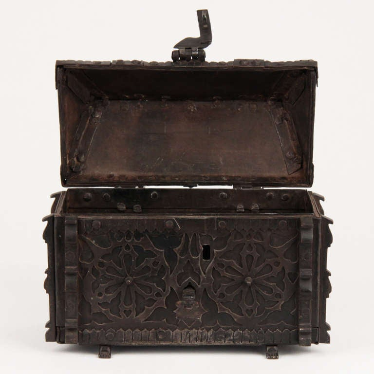 French Gothic Revival Wrought Iron Casket circa 1850 For Sale 1