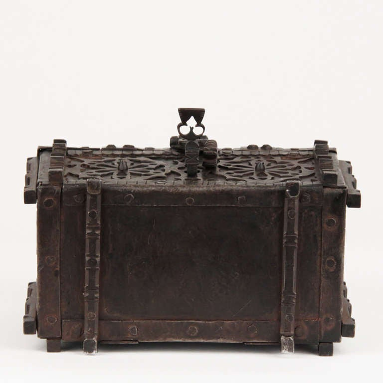 French Gothic Revival Wrought Iron Casket circa 1850 For Sale 3