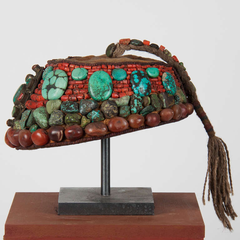 2nd part 19 th century Tibetan beaded cap  with semi-precious stones In Good Condition For Sale In Esbeek, NL