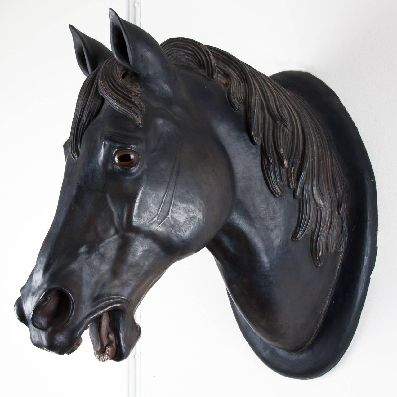 Very beautiful patin in the colours black and white.