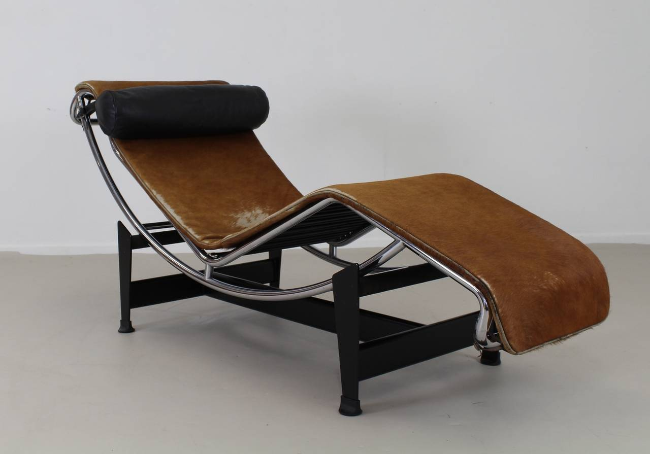 original pony skin lc4 corbusier chaise longue at 1stdibs. Black Bedroom Furniture Sets. Home Design Ideas