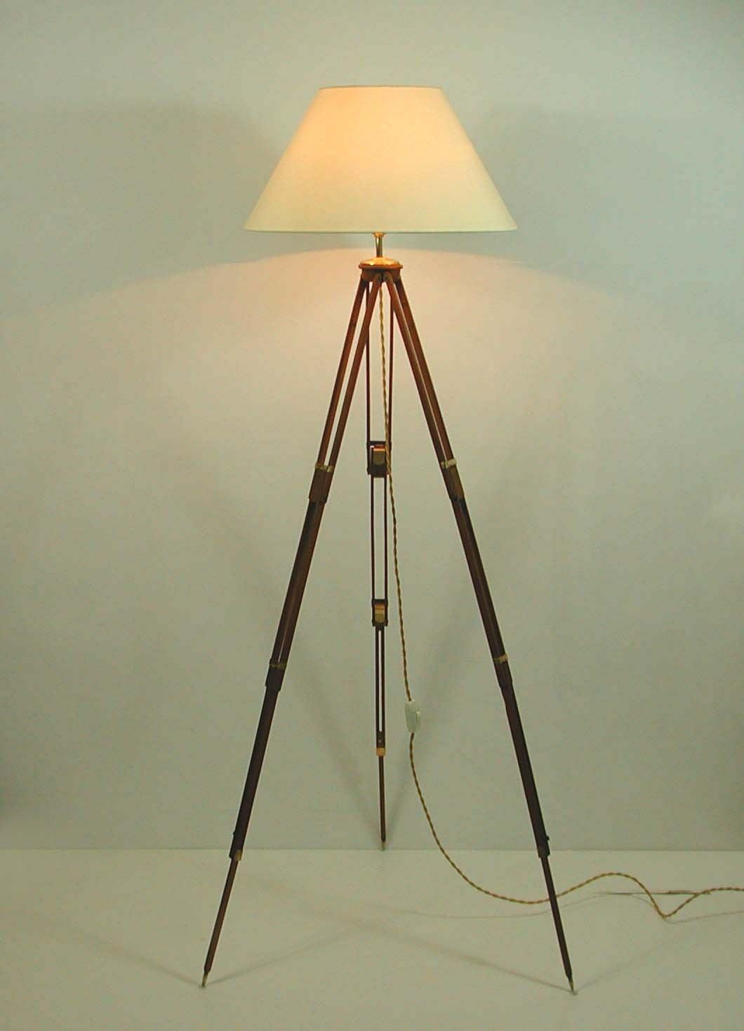 vintage wooden tripod floor lamp for sale at 1stdibs. Black Bedroom Furniture Sets. Home Design Ideas