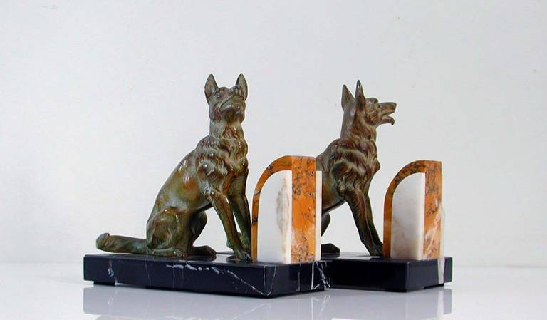 Art Deco French Bookends German Shepherd Dogs in the Manner of Calvin In Excellent Condition For Sale In Nümbrecht, NRW