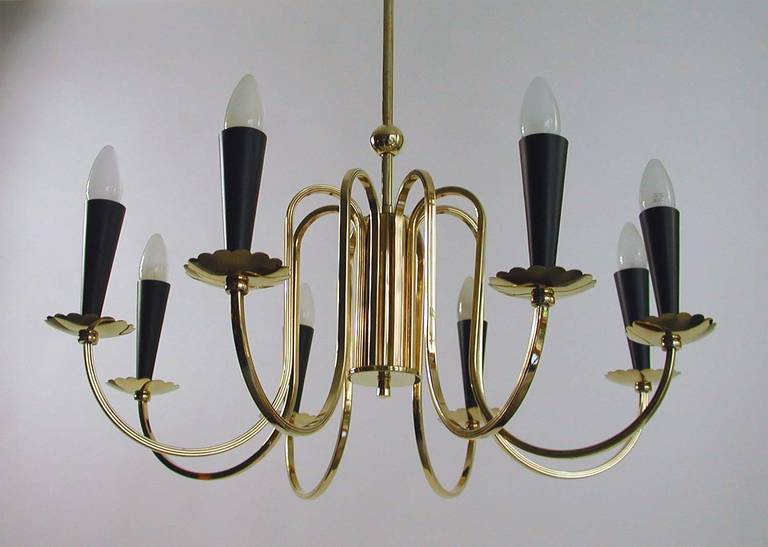 Lacquered 1950s Italian Eight-Arm Sputnik Brass Chandelier in the Manner of Stilnovo For Sale